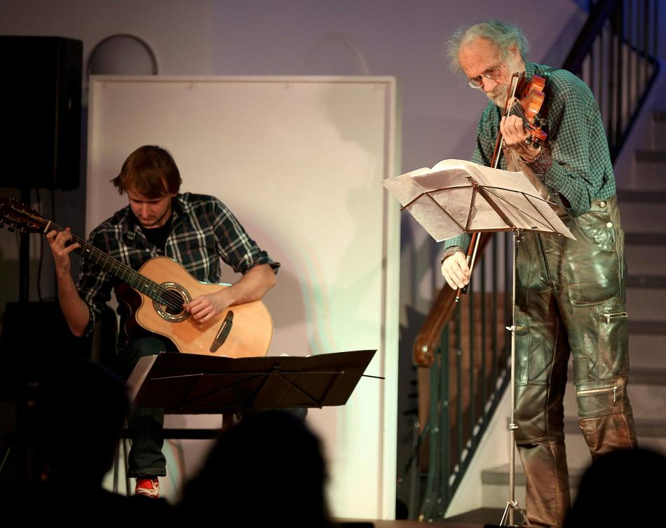 Sorgten für ein musikalisches Vergnügen: Klaus der Geiger und Marius Peters.